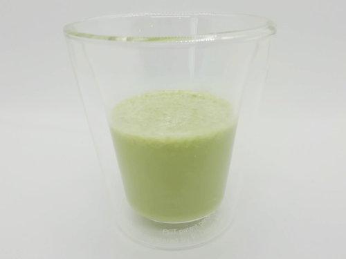 [ビーレジェンド] ホエイプロテイン(抹茶のチャチャチャ風味)-牛乳割り